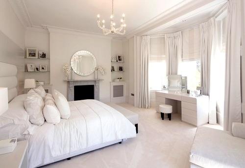 бяла спалня
